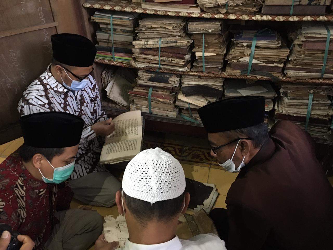 Mengisi Ramadhan, Lestarikan Manuskrip Keislaman di Pesantren Jawa Timur