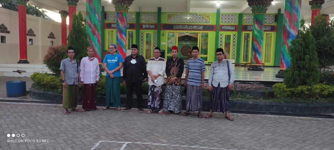 IKBAL Qomaruddin berfoto bersama saat Dolan Alumni #2 di Pondok Pesantren Bumi Aswaja, Rabu (29/9). Foto: Dokumentasi IKBAL Qomaruddin.
